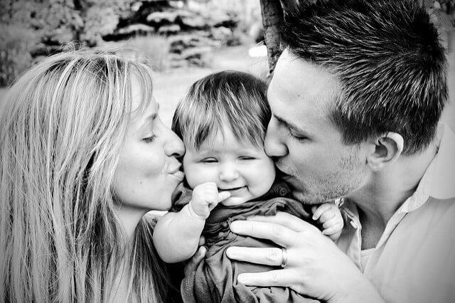 kissing family