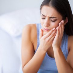 4 remedies when you experience toothache at night
